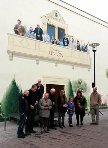 Die neue Fassade des Filmtheater Union mit den portraitierten Fürstenwalder Bürgerinnen und Bürgern.