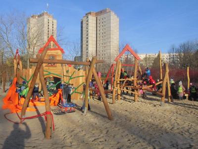 Spiel frei! Wiedereröffnung des Spielplatzes im Ernst-Thälmann-Park
