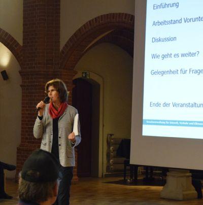 Moderation der 1. Dialogveranstaltung für eine Straßenbahnverlängerung über den U-Bahnhof Turmstraße hinaus